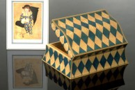 Inspired by Picasso's 'Arlequin' this is the very first harlequin design jewellery box I ever did. Actually the quilted maple veneer is dyed to this pattern. I did this as an experiment to see if it might be potentially an easier solution than inlaying. The answer - emphatically NO!Since then I have always done this design by inlaying, or mor accurately rather by my own version of parquetry.